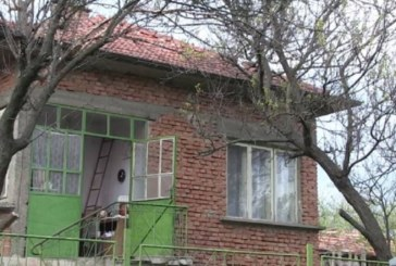 Кошмарен случай! Майка заключи дъщерите си в Къща на ужасите в Свищов, държа ги години в плен