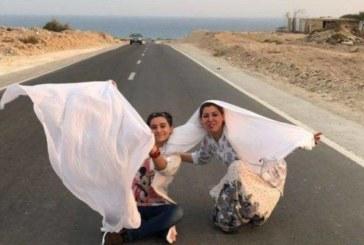 Революция в Иран! Жените махнаха забрадките