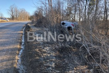 Тежка катастрофа! Семейство с бебе изхвърча с колата си от пътя