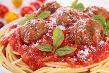 Спагети с кюфтета и доматен сос
