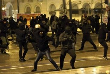 Газ и шокови гранати срещу протестиращи в Атина