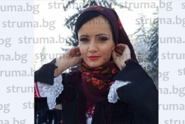 КАТО ДВЕ КАПКИ ВОДА! Футболната съпруга Марияна Дякова премени щерка си Деа в разложка носия