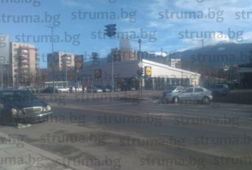 Екскметът на Дупница Ат. Янев катастрофира с мерцедеса си на кръстовище