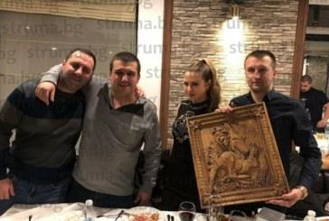 С компания на ски и празнична вечеря с близки, приятели и любимата Саня кметът на Белица Р. Ревански празнува 33-ти рожден ден