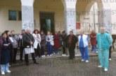 Лекари, мед. сестри и помощен персонал на болницата в Сандански излязоха на протест