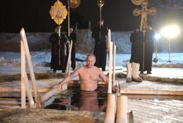 Путин се хвърли в ледените води за Богоявленския кръст