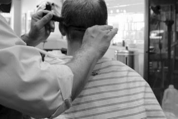 Бръснар нарочно отряза ухото на клиент