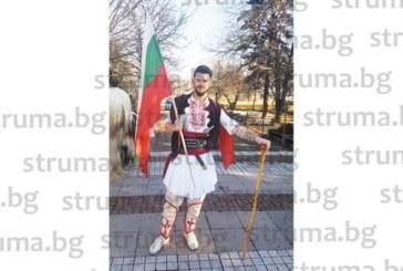 """Футболист на """"Пирин"""" /Рз/ уши по модел на 100-г. народна носия костюм на харамия за дефилето в Копривлен"""