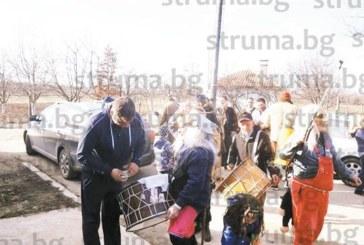 Сто сурвакари от кюстендилско село стягат костюми за Кукерския фестивал в Симитли