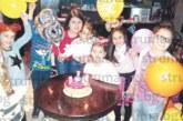 Кметска дъщеря празнува рожден ден на емоционално парти с целия си клас