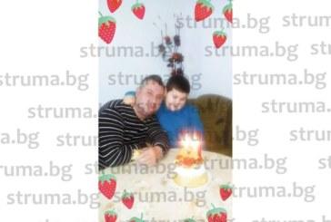 Съпругата и синът изненадаха в леглото с торта учителя физик в Микрево Л. Илиев за ЧРД
