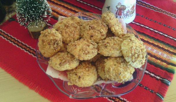 Маслени сладки с ванилия и орехи