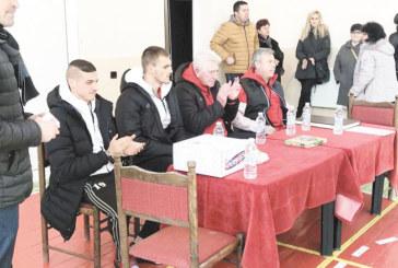 Футболисти и треньори на ЦСКА наградиха най-добрите на Спортното училище в Сандански за 2017 г.
