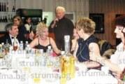 Оперният певец Б. Янчев пя от сърце за колегите на съпругата си – акушерката  В. Янчева, в чест на Деня на родилната помощ