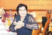 Психологът на 6-о СУ в Благоевград Василка Стоименова се  пенсионира с вълнуващо парти, екипът й посвети  стихотворение и фотоколаж