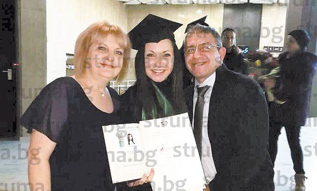 Племенничката на бившия кмет на Кресна Н. Бенгюзов завърши с отличие медицина, вече е специализант в столична клиника