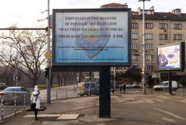 Полицаите протестират с билборд срещу ниските заплати