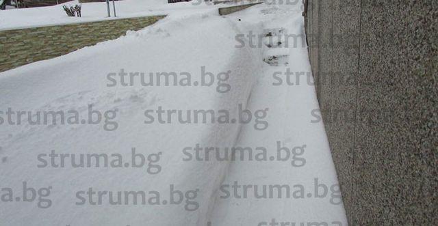 Пернишко в снежен капан