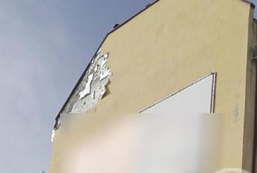 УЖАС! Парче от блок падна върху главата на жена