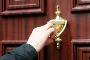 Нова измама! Ако непознат ви почука на вратата не отваряйте