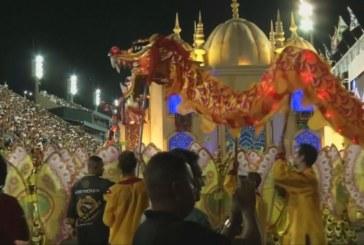 Стотици хиляди на карнавала в Рио де Жанейро