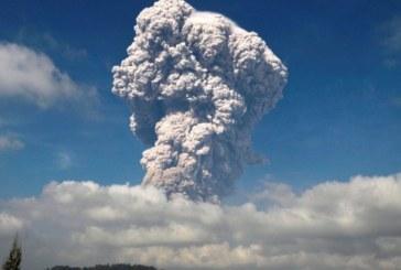 Вулканът Синабунг изригна, евакуират хора