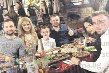 Санданчанка празнува рождения си ден с приятели в Добринище