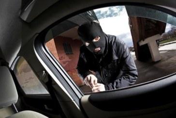 """КАТО НА КИНО! За минути двама маскирани откраднаха """"Ауди"""" и """"Пасат"""" от автокъща, отнесоха и ключовете за 6 други коли"""