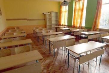 Дървена ваканция в десетки училища в страната