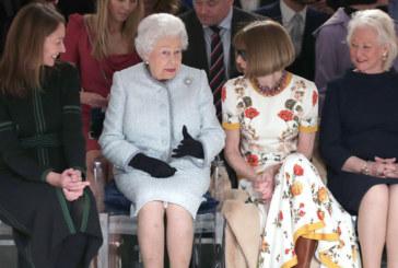 Невиждано досега! Елизабет II на Седмицата на модата в Лондон