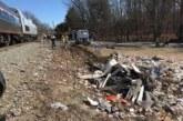 Влак помете боклукчийски камион, има загинал