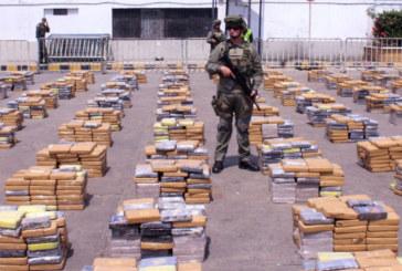 Хванаха половин тон кокаин