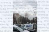 """Пожар избухна в жк.""""Запад"""" в Благоевград! Линейки карат 2-ма обгазени"""