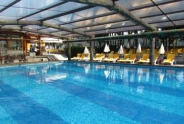 """Хотелиери в с. Баня протестират срещу плащането на такса """"канал"""" за минералната вода"""