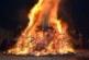 """Жители на ул. """"Кръстьо Асенов"""" в Благоевград запалиха огън на пътя, обгазиха района"""