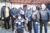 """50-г. юбилей празнува фен №1 на """"Беласица"""" Н. Чаракчиев, подариха му фланелка на отбора с №28"""
