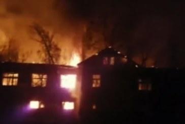 ОГНЕН АД В ПЕТРИЧ! Около 1000 кв.м от сградата на бившето танково поделение опожарени