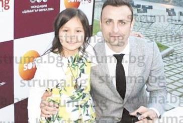 Дъщеричката на общинския съветник К. Костадинов №1 на конкурс за детска рисунка