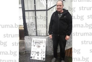 Монтьор от бившия завод в Баня събра на табло всички видове произвеждани релета, да видят младите какъв е бил трудът на предците им