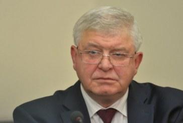 Здравният министър коментира скандала с проф. Плочев
