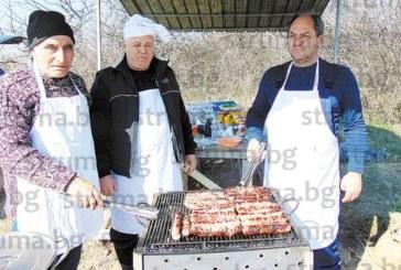 25-кг прасенце, казан с телешки курбан, стотици кебапчета и кюфтета и десетки метри суджук отидоха за мезе на Трифон Зарезан в Марикостиново