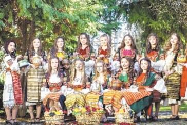 14 красавици раздават 1000 знамена на Трети март