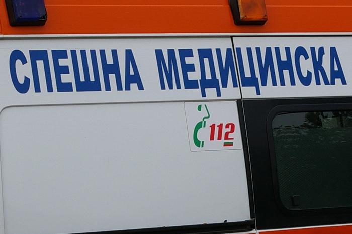 Трима братя нападнаха екип на Спешна помощ