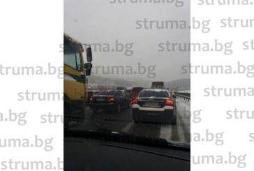 """АЛАРМА за шофьорите! Пътят за София през Бучино блокиран, АМ """"Люлин"""" и прохода Владая задръстени"""