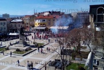 Агитката на ЦСКА разтресе центъра на Благоевград