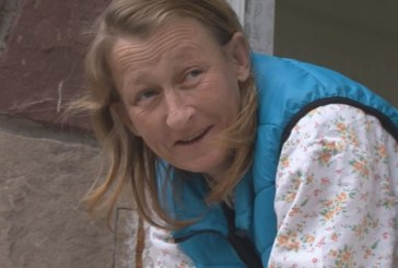 Това е Веска, жената, изродила сама бебето си на площада в Баня