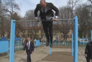 Президентът извъртя коремно пред командосите в Пловдив