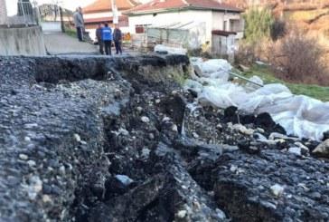 Свлачище отново заплашва родопското село Плетена, евакуират хора