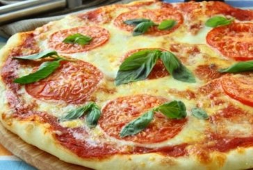 Домашна пица с домати и моцарела