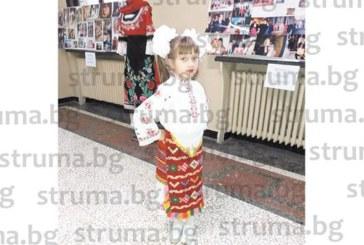 """Дъщеричката на медицинската сестра Св. Никова-Мария, с най-високо отличие """"Златна лира"""" от национален конкурс"""